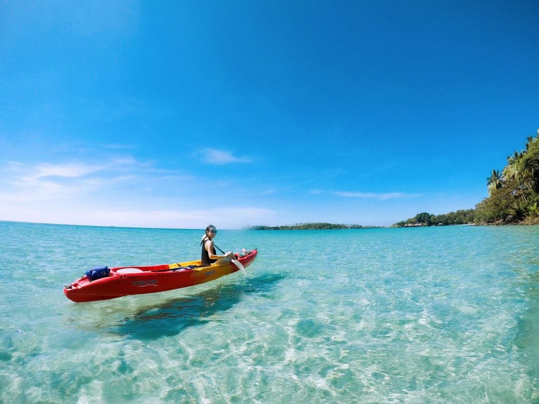 Hanging Kayak. Source; Flickr, Momo
