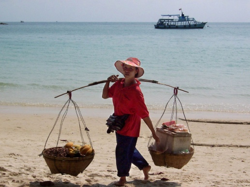 Woman selling fruit at the beach of Koh Samet. Source: Flickr, lucianf