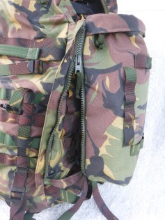 Zipper direction on the later ARMY models.