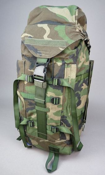 Forest_camouflage_backpack Militairia4you