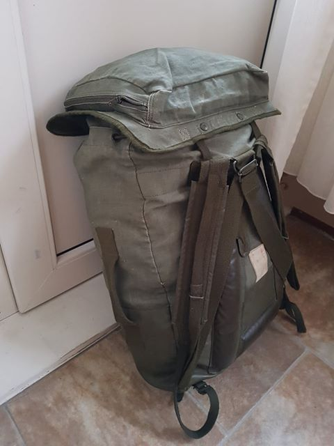 French F2 backpack 02